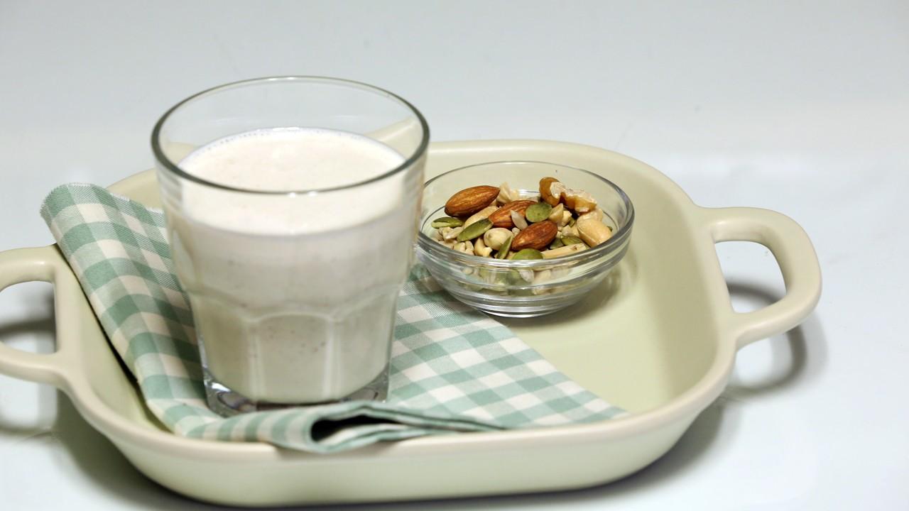 한 잔에 담긴 알찬 단백질, 견과류 두부 쉐이크