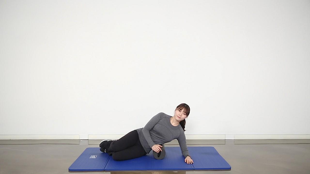 허리와 주변 근육을 부드럽게 해주는 스트레칭