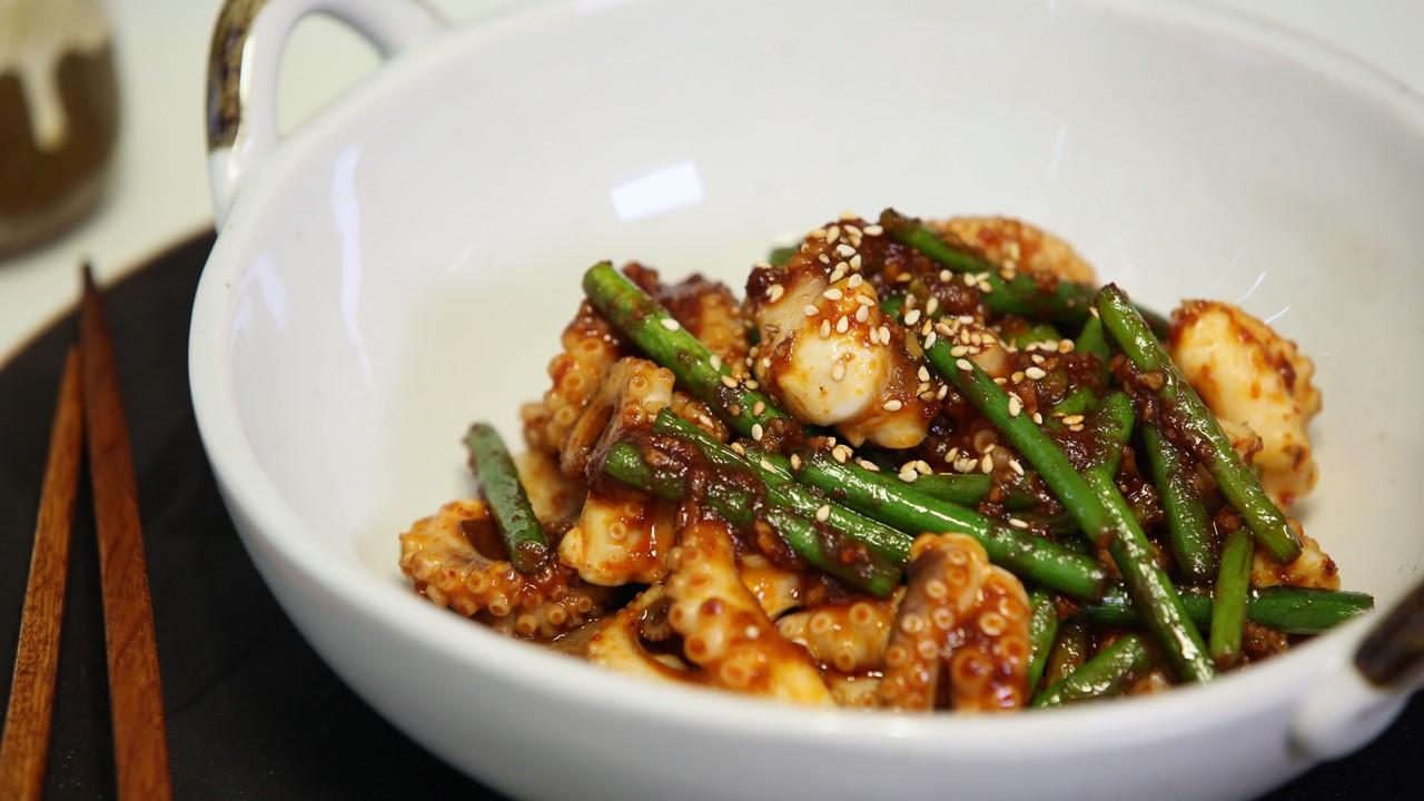 봄맞이 활력충전을 위한 제철요리, 주꾸미 마늘종 볶음