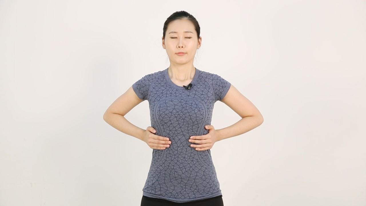 목과 어깨의 긴장을 풀어 줄 수 있는 흉식호흡법